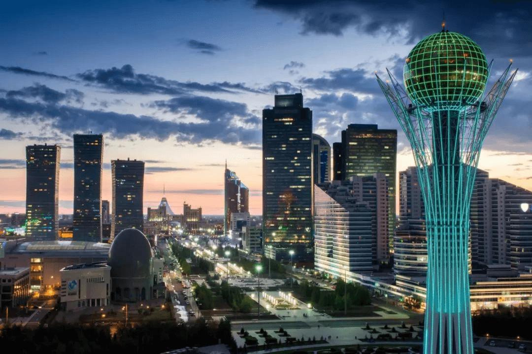 """""""光明大道""""2025——哈萨克建材市场一片""""光明"""""""